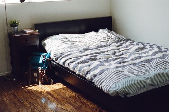 bedroom-405920_640