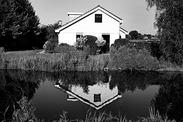 house-1590137_640