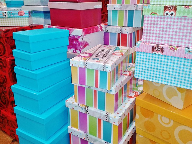 gift-boxes-476357_640