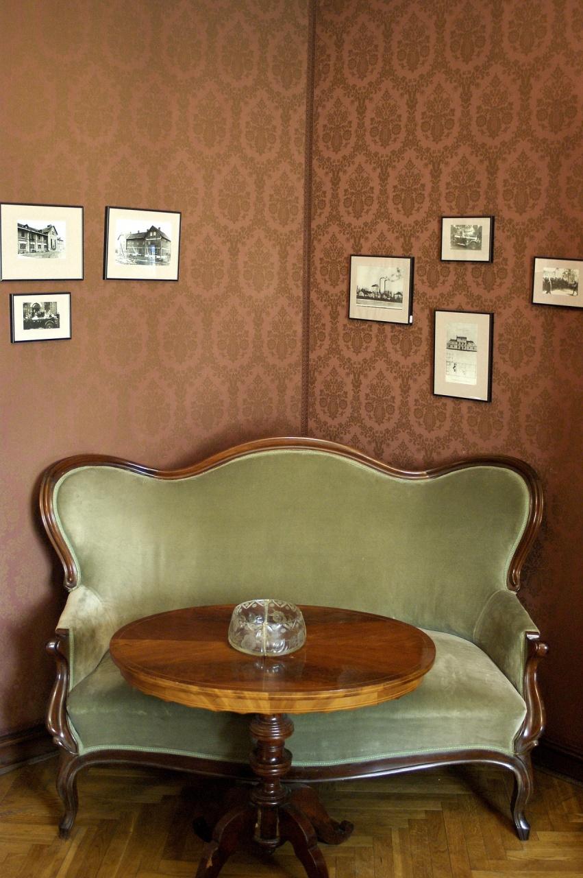 baroque-sofa-1474169_1920